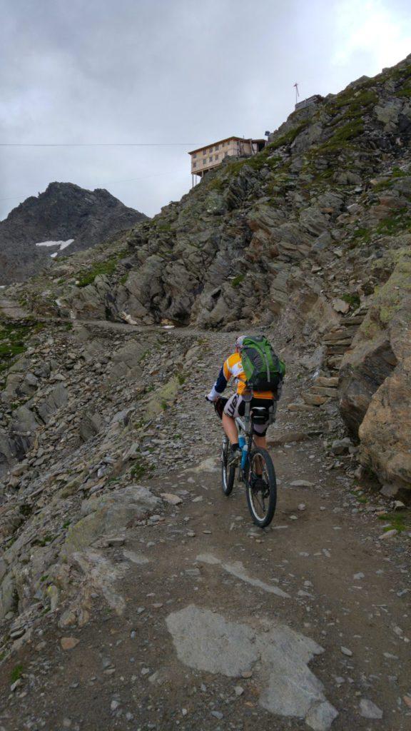 Alex auf dem Weg hoch zur provisorischen Stettiner Hütte am Eisjöchl